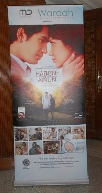X-Banner film Habibe & Ainun saat premiere