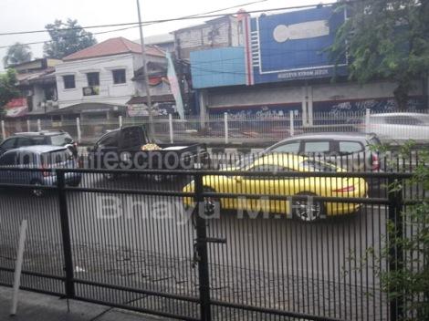 mobil sport depan kantorku terkena macet-Bhayu