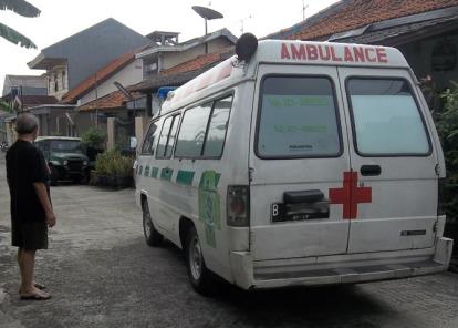 Ambulans pengantar ibu-Bhayu