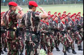 Kopassus hormat kanan pasukan